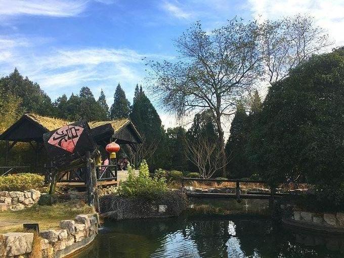 简介: 汤山温泉位于南京市江宁区汤山街道,是世界著名温泉疗养区,居