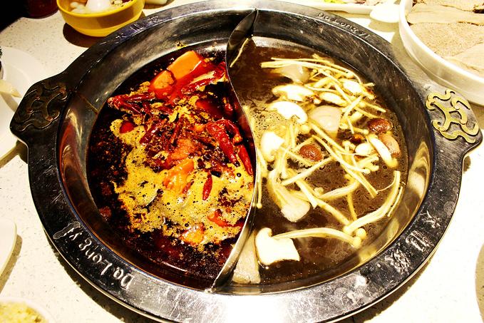 四川火锅的菜品也就那几个菜,所以没有过多提的必要,无非就是毛肚爽脆