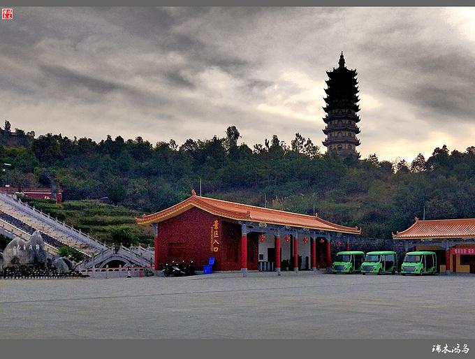 锦屏山禅境弥勒          锦屏山风景区是滇东南最为著名的佛教胜地.