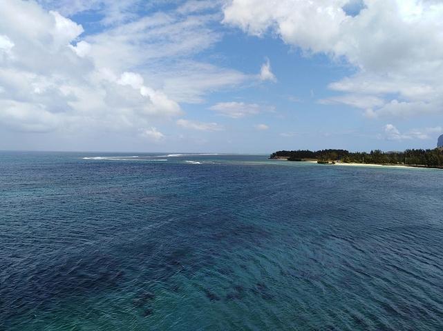 一望无际的大海,真的好看!头顶蓝天,下游海洋.