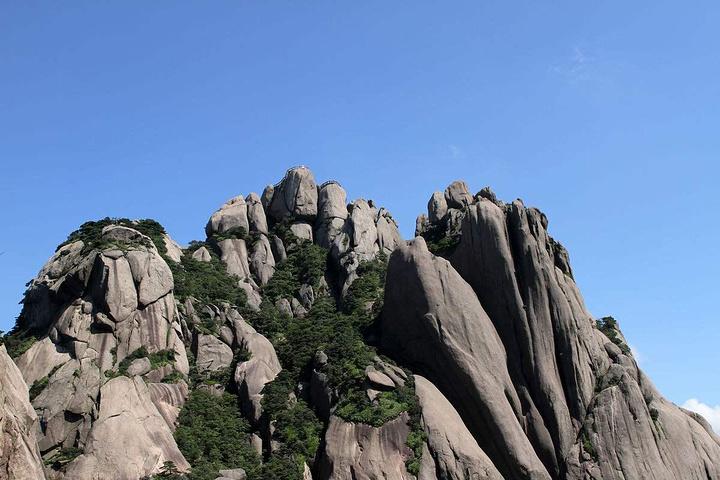 莲花峰,是黄山风景区境内第一高峰.莲花峰峻峭高耸,气势雄伟