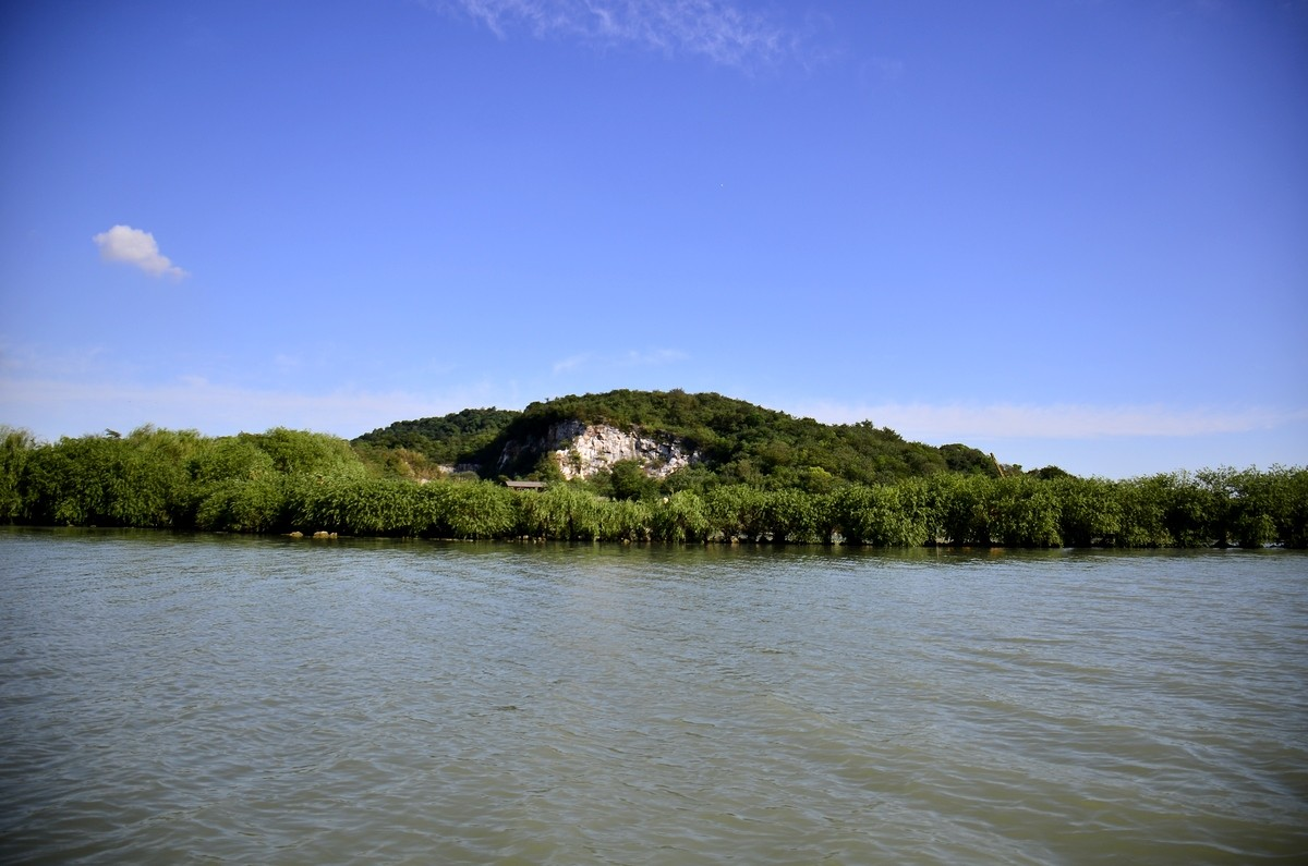 三山岛位于苏州西山和东山之间,是太湖上真正的岛屿.