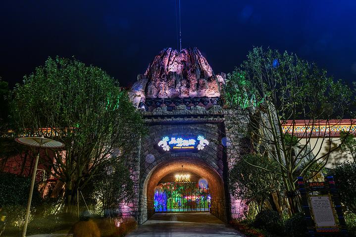 它坐落在宜春温汤镇明月山温泉风景名胜区内,千古情.