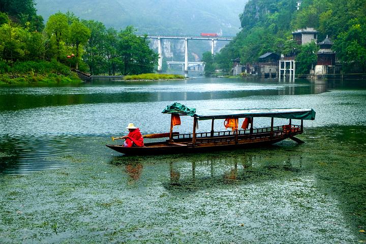 山清水秀,风景优美,为土家,苗,汉聚居地,有古朴,浓郁的民族风情_边城