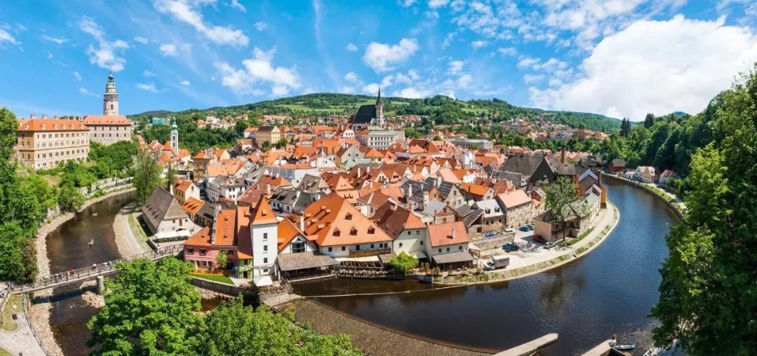 地道的中世纪欧洲小国,整个城市都是世界遗产,不允许你还不知道!