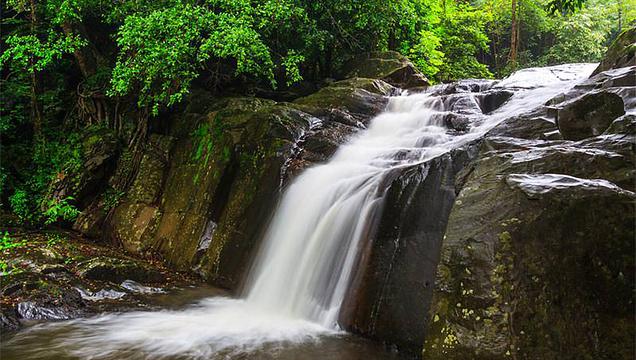 巴拉吴瀑布旅游景点图片