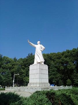 毛泽东同志青年塑像公园