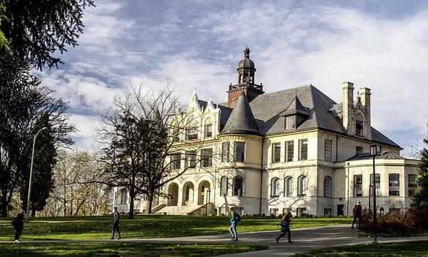 大学区旅游景点图片