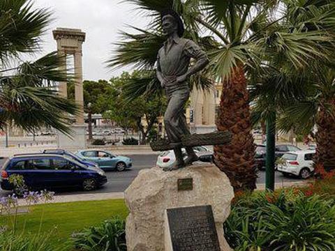 El Cenachero Statue旅游景点图片