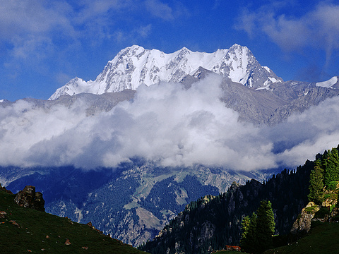 博格达峰旅游景点图片