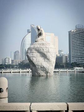 白鹭女神雕像的图片