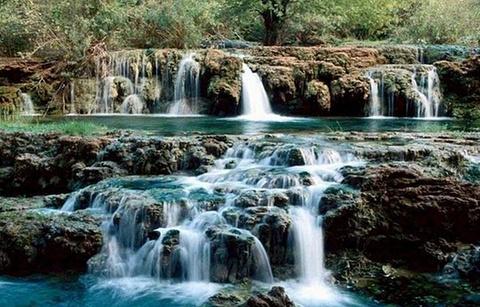 曼典瀑布的图片