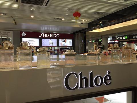 免税店(厦门高崎国际机场国际隔离区8-9号中转厅烟酒店)的图片