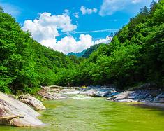 无漂流不夏天距离武汉2小时车程,英山桃花冲大峡谷漂流享受清凉之旅