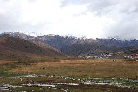 贾登峪哈萨克民族风情毡房