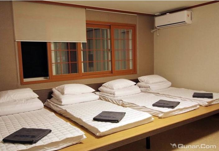 双生熊猫旅馆