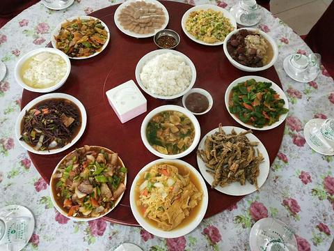 彩霞农家饭庄