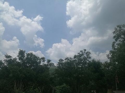 五彩山村的图片