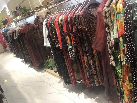 连城县佐龙炫裤服装店的图片