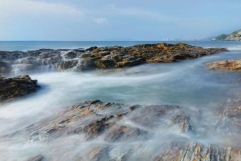 盐洲岛湾仔南海湾沙滩的图片