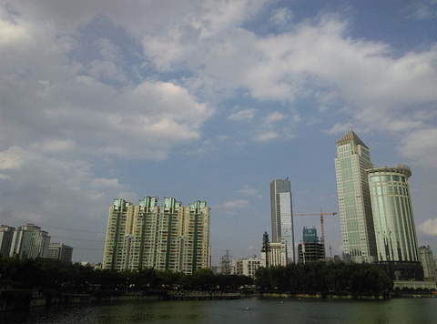 西北湖绿化广场