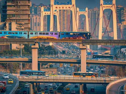 李子坝轻轨站旅游景点图片