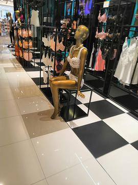 新中关购物中心的图片