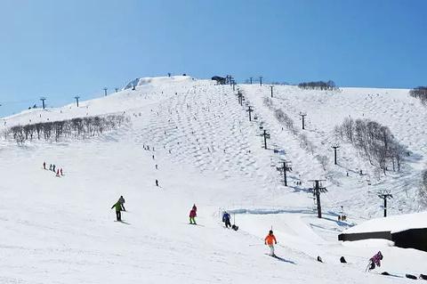 长白山和平滑雪度假村