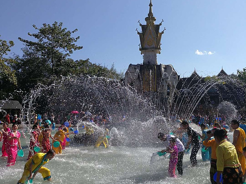 泼水广场旅游景点图片