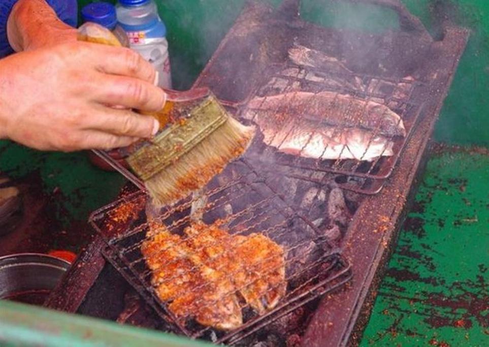 拉市海茶马古道烤鱼