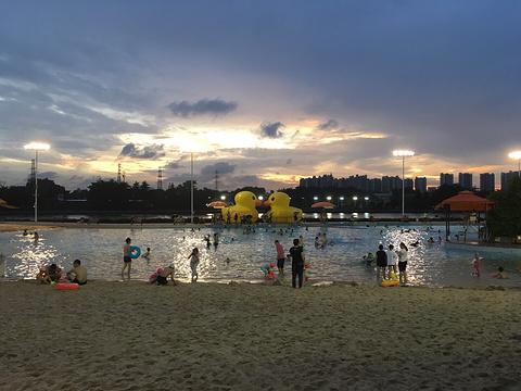 西郊泳场沙滩欢乐池