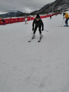 滑雪索道下站的图片