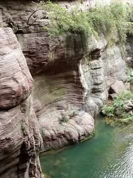 红岩绝壁的图片