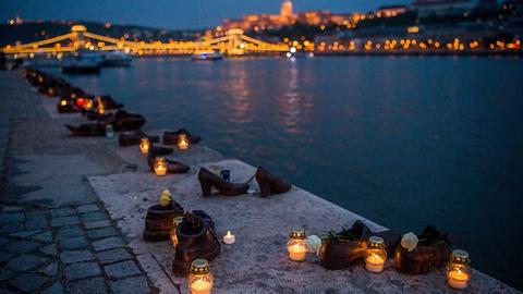 多瑙河畔鞋的图片