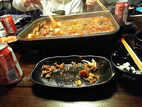 青炉里音乐烤鱼餐吧的图片