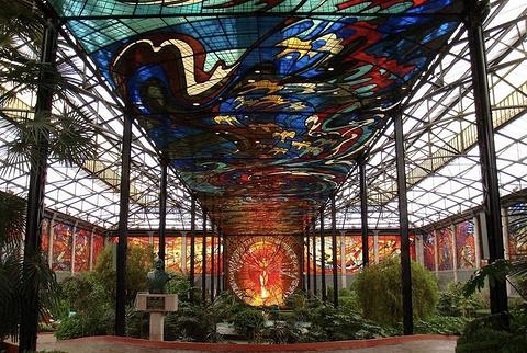 市彩色玻璃植物园的图片