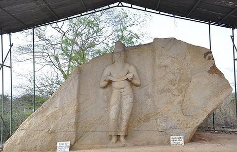 波洛罗摩婆诃一世石像的图片