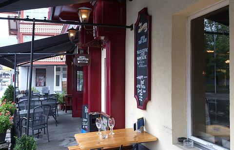 The 3 Tells Irish Pub