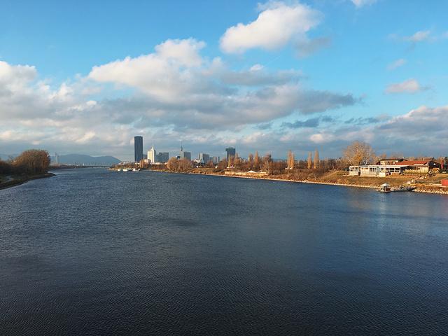 """⚜️维也纳|游览<多瑙>系列💙蓝色多瑙河·最美城市夜景🌃_多瑙河""的评论图片"