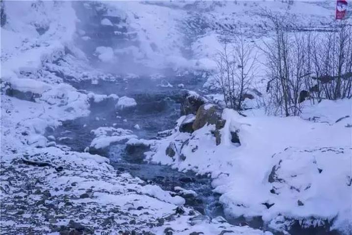 """""""冲击着悬崖峭壁,形成了大气壮观的长白飞瀑。一句:长相守,到白头,更是赋予了长白山一种唯美的情感_长白山景区""""的评论图片"""