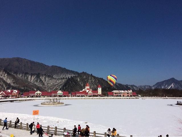 """""""而12月-3月是这里的滑雪季节,体验滑雪、雪地摩托、雪上飞碟、狗拉雪橇等项目非常刺激。但是基本_西岭雪山""""的评论图片"""