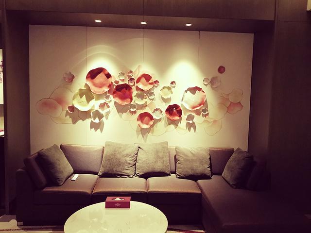 """""""客厅沙发,质感柔软舒适,体验很棒。第一次体验套房_SPRINGFIELD""""的评论图片"""