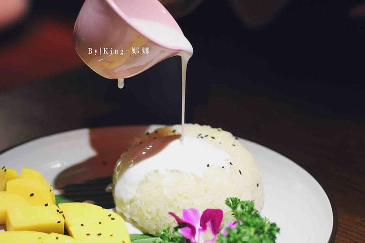 """""""芒果糯米饭真是泰式菜的经典,怎么这么好吃😋有时候不仅仅是菜品,环境和人都是相得益彰的~_美泰泰国餐厅(西溪店)""""的评论图片"""