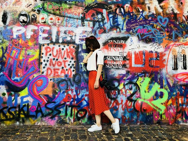"""""""【布拉格主要景点游玩最佳路线】列侬墙是布拉格值得去的地方,网红打卡圣地,不虚此行,五星推荐_列侬墙""""的评论图片"""