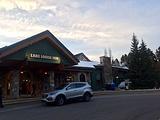 路易丝湖酒店(Lake Louise Inn)