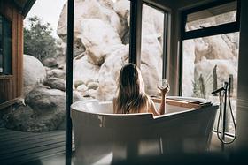 全国4家落地窗+超大浴缸民宿,缸里泡泡吹弹可破,窗外美景360度倾落!