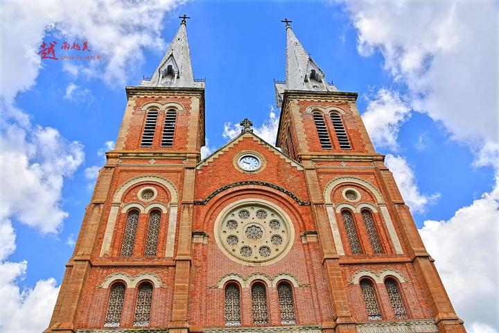 """""""但是教堂外部是非常合适拍照的,而且这一片是胡志明市的中心,彼此景点都挨着的,非常方便_西贡圣母大教堂""""的评论图片"""