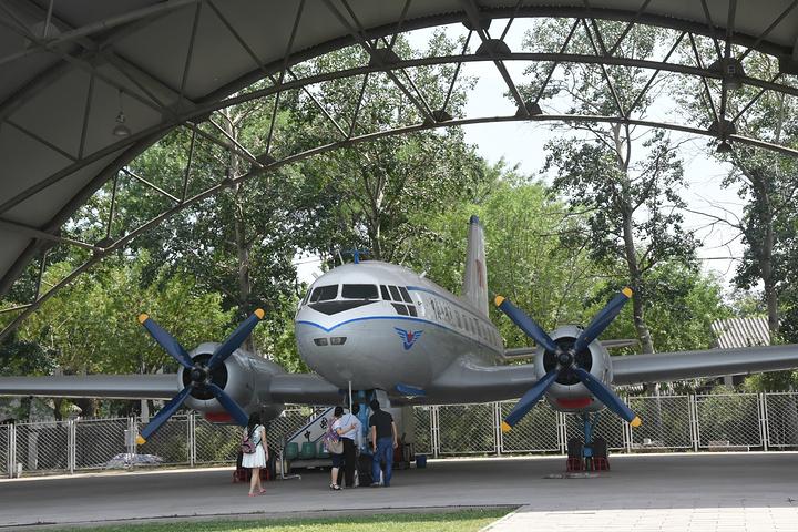 """""""唯一收费的项目就是参观总理生前的座机,伊尔14型客机,十元一位_周恩来邓颖超纪念馆""""的评论图片"""