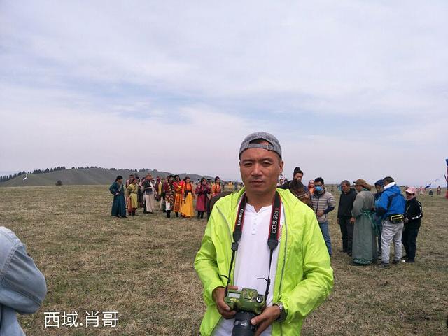 """""""最美好的风景,总在不经意间。传说中这是整个 新疆 最美的草原风光,——还有能比赛里木湖更震撼的嘛_杏花沟""""的评论图片"""