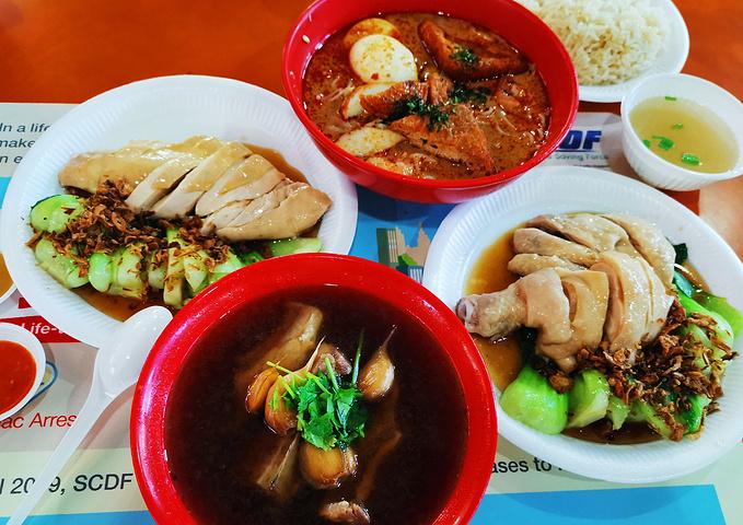 """""""这种白切鸡在广东很常见,肉骨茶的味道也不如松发的好吃,离得远的小伙伴不用特意跑来吃_天天海南鸡饭""""的评论图片"""